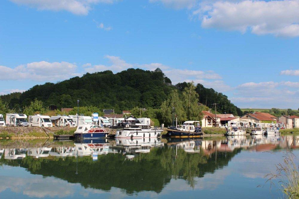 Aire camping-car à Dun-sur-Meuse (55110) - Photo 1